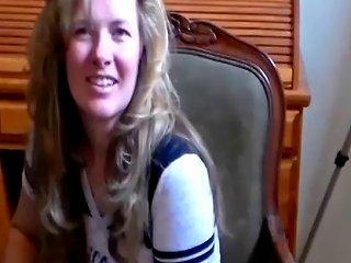 Sexy Housewife Giving An Amazing Handjob Porn 5f Xhamster
